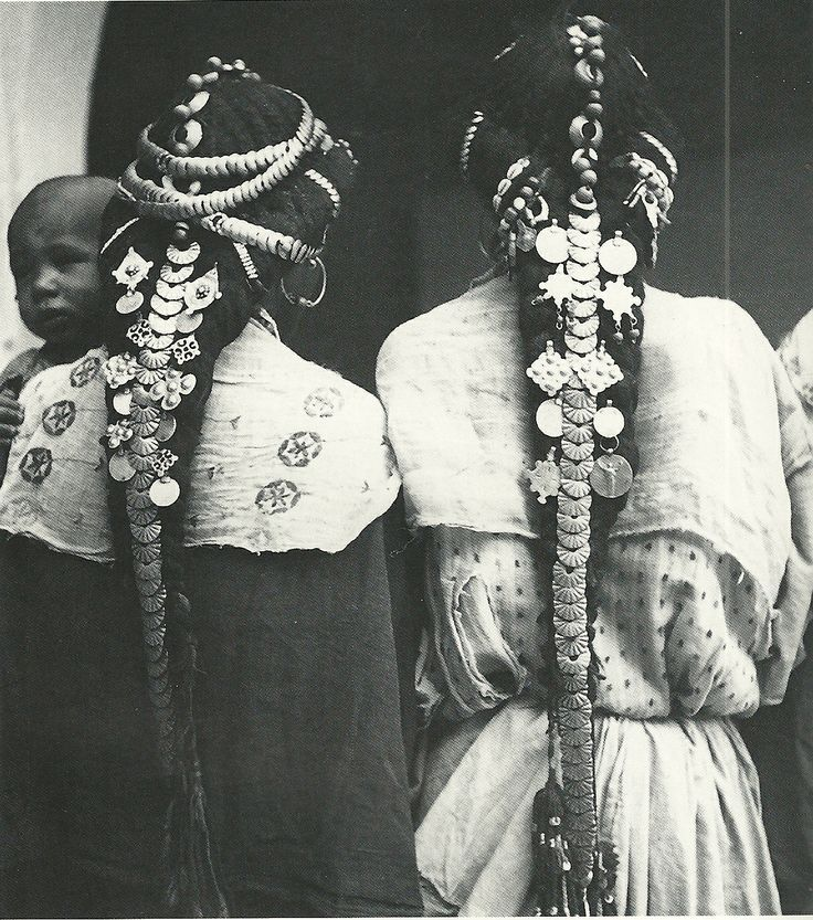 mirror-plateaux:  Hair ornaments of the Ziz Valley, Morocco  - photographer unknown  the shape of their hair is so beautiful