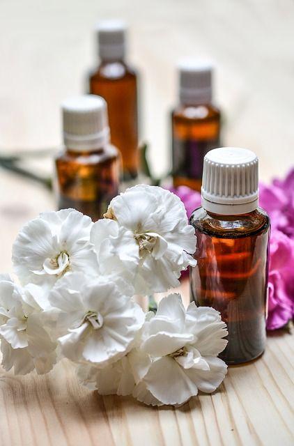 L'olio di tea tree è noto per essere uno degli olii più versatili, risultando utile non solo per il trattamento di infezioni della pelle e delle fer