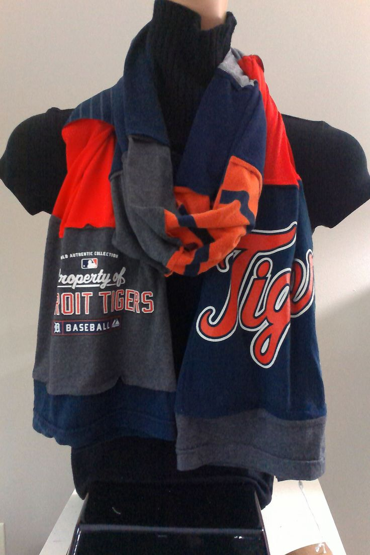 $15.00 - ITEM #DTGRS01: Detroit Tigers baseball scarf. Measures approx.. 84 in long.