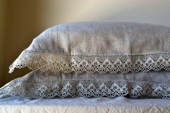 Lannonce est pour 1 « Living Provincial » pré-lavé et adoucie taie doreiller en lin naturel.  ✅ COULEUR: ces taies d'oreiller sont fabriqués à partir de lin naturel non teint, sombre ombre (lin), ce qui pourrait être décrit comme couleur taupe - un mélange de brun et de gris.  Tailles disponibles (choisissez votre taille dans un menu déroulant) : > taille standard 50x75cm (20 « x 30 ») ; > king taille 50x101cm (20 « x 40 ») > euro taille 65x65cm (26 « x 26 »)…