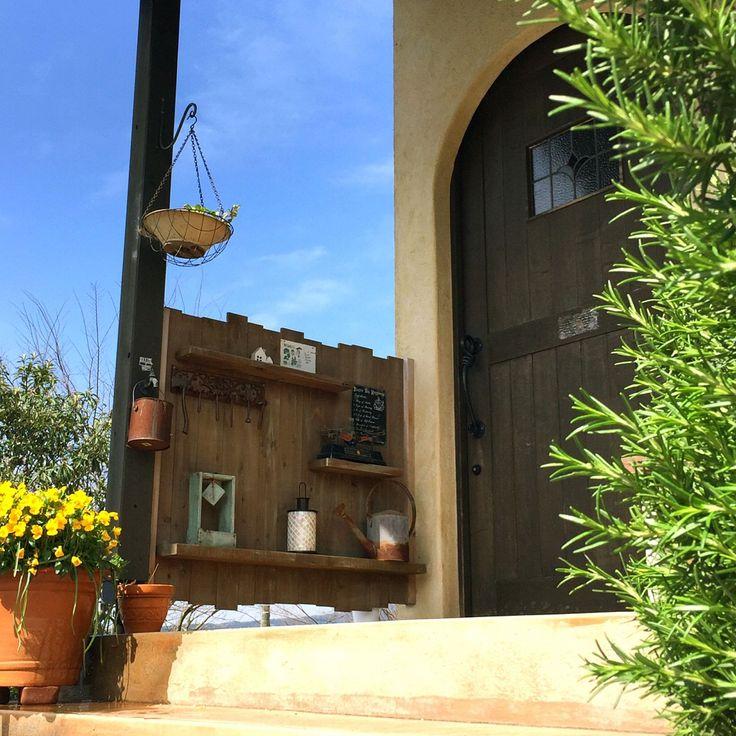 玄関ドア/ガーデニング…などのインテリア実例 - 2016-04-06 11:55:56 ... 女性で、4LDKの玄関ドア/ガーデニング/ローズマリー/ガーデン雑貨/