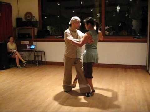 Tango Lesson: Pivot versus No Pivot Wraps