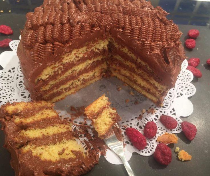 Κέικ γεμιστό με πραλίνα