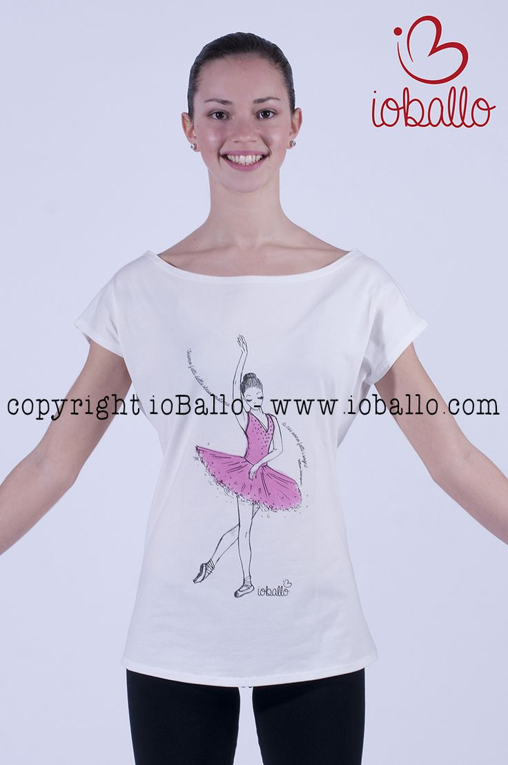 T-shirt ispirata alla danza classica. Abbigliamento e moda per la danza online nel sito www.ioballo.com  T-shirts inspired by ballet. Clothing and fashion for ballet online at www.ioballo.com