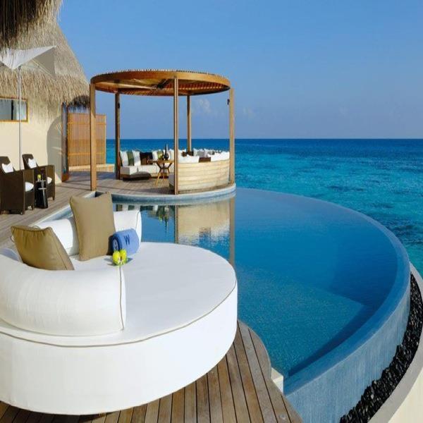 Een trendy hotel met een adembenemend huisrif is het W Retreat & Spa  http://www.333travel.nl/hotel/malediven/333trendy-w-retreat-en-spa/informatie?productcode=H5206