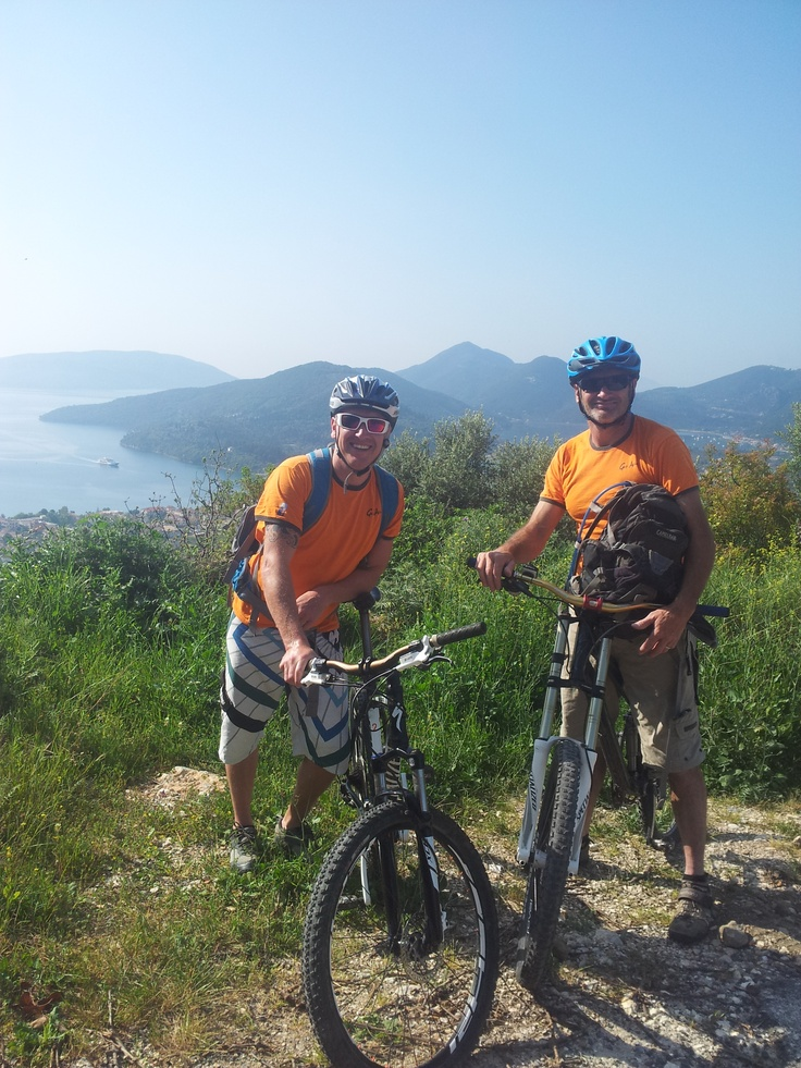 Simon A and Simon T - our bike guides!