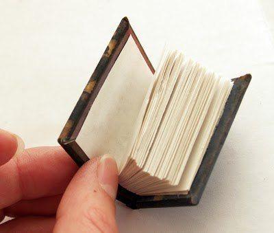 Keychain book (DIY)