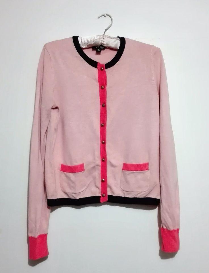 Sweater rosado con botones dorados $6.000
