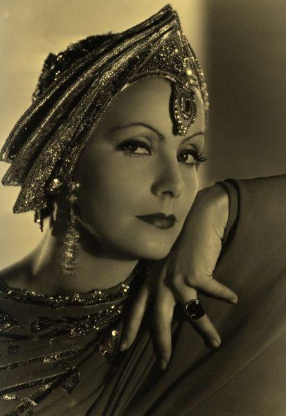 Arabic Hijab Styles | Il Mistero dello Stile: la mostra su Greta Garbo, alla Triennale di ...