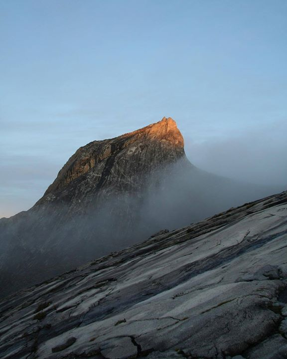 #stjohnpeak at #summit of #mount #kinabalu #sabah #mtkinabalu #mountkinabalu #mountain #mountains #dawn #climbmountains #climbingmountains http://ift.tt/2efvimB
