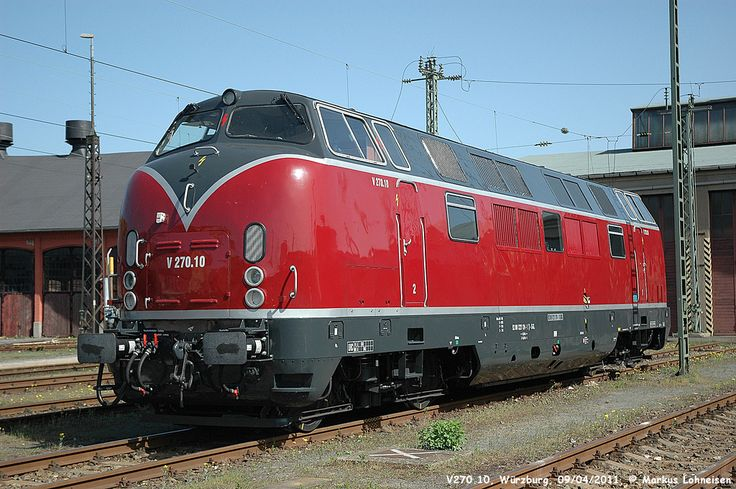 Production of this locomotive ran from 1953 to 1956, during our good old Streamliner days. Of course, like the Warship Class (or rather the other way around), the V 200 is twin-engined