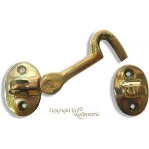 Crochet en laiton avec double articulation (articulation sur le battant et sur la platine) pour ouverture et fermeture de porte ou de placard.