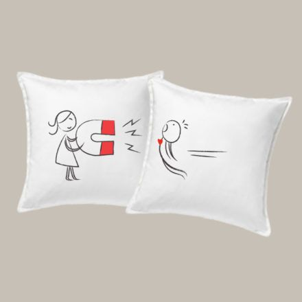 Valentin napi páros párna- mágnes. Nézz körül webshopunkban, válassz egyedi ajándékaink közül!