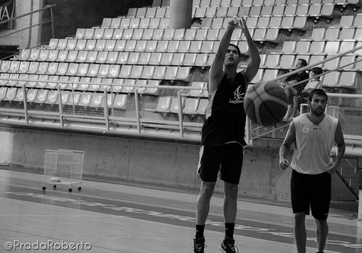 Técnica de tiro de Edu Guillén, Ala Pívot. 28 de agosto #baloncesto #AdeccoPlata #Lucentum #Alicante #basket