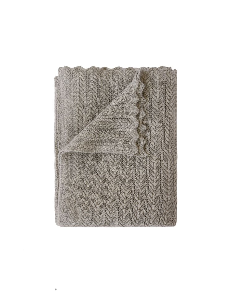 Soft textured herringbone knit throw. A classic Aiayu piece, and bestseller since the very first collection. Finished by hand with an elegant wavy lace edge, size 130 x 160.