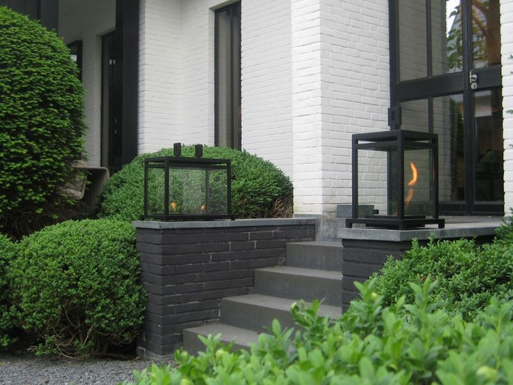 Love this white brick against topiary and black brick. Wolterinck | Buitenharden | Wolterinck Laren