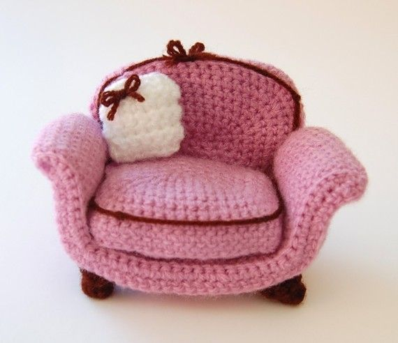 "amigurumi pattern  armchair | Etsy ~ size is approx. 3.25""H x 5.25""W ~ isn't this just a great chair - love it ~ CROCHET"