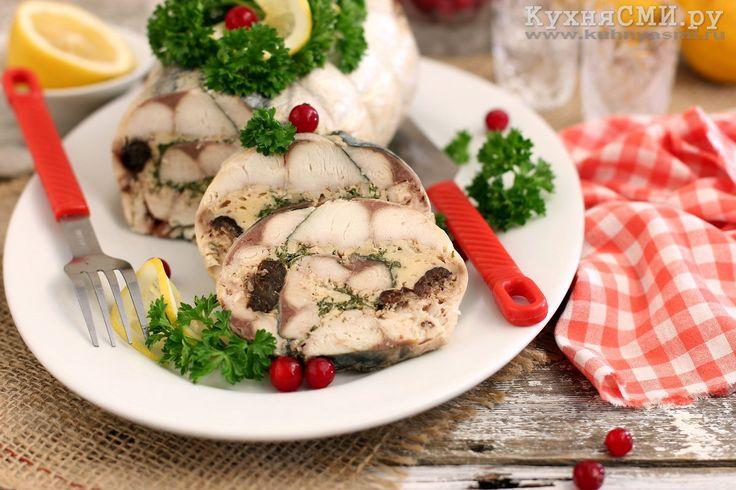 Рулет из скумбрии с черносливом и сыром, запеченный в духовке. Рецепт с пошаговыми фото приготовления праздничного блюда из рыбы.