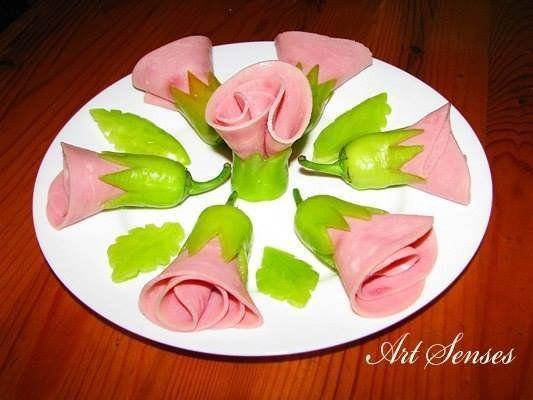 Идея для украшения праздничного стола: цветы из колбасы