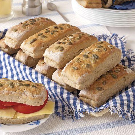 Nattjästa frukostbröd blir till rykande färskt bröd till frukost.deg