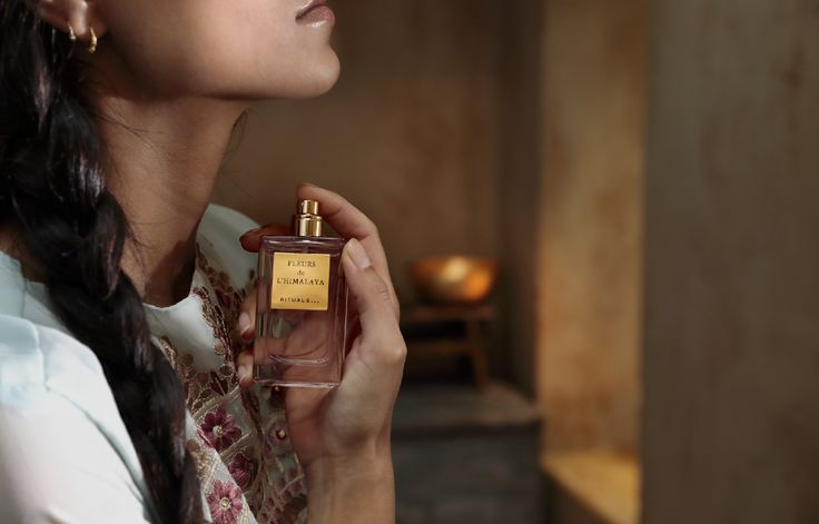 This distinguished perfume from the Valley of Flowers paints a portrait of a subtle wind silently blowing through the serene landscape of the Himalaya Mountains in holy Tibet.