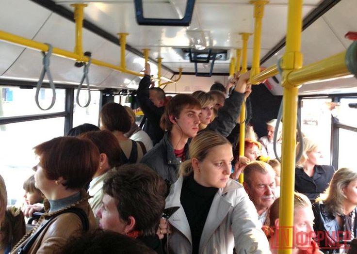 Дорожные разборки в салоне крымского автобуса  http://ruinformer.com/page/dorozhnye-razborki-v-salone-krymskogo-avtobusa  В группе социальной сети появилось сообщения пользователя с никнеймом «Надюшка Махонина». Девушка жалуется на хамское поведения водителя автобуса, следовавшего 17 сентября в 20:30 по маршруту 981 от аэропорта Симферополя до Севастополя. По её словам, водитель повышал голос и оскорблял пассажиров, если они пытались пересесть на места, не соответствующие билетам, даже…