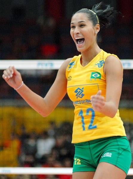 ブラジル代表のバレーボール選手、ジャケリネ・カルバリョ選手はその美貌も注目を集めそう。リオデジャネイロオリンピック・リオ五輪2016