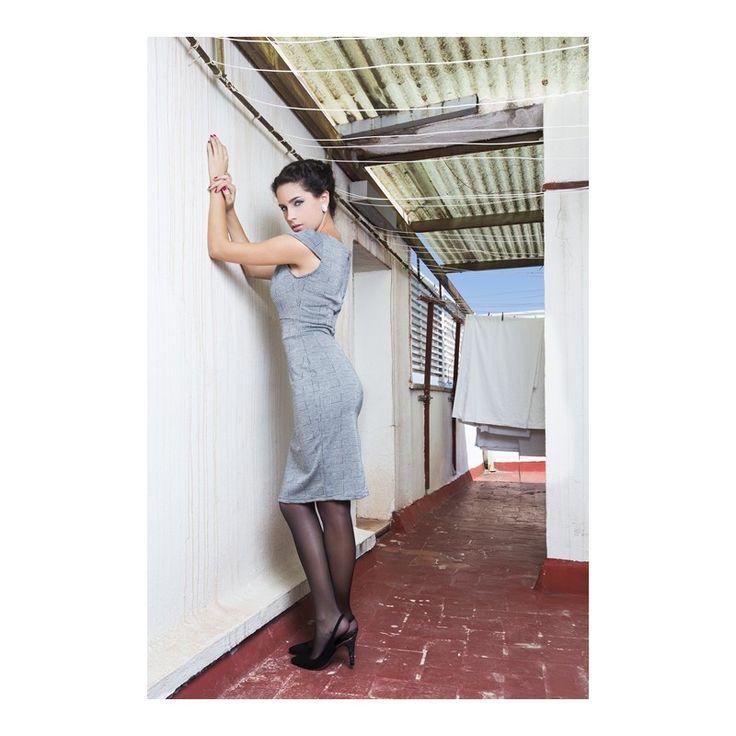 Vestido de tubo SHARAN de Presumidas en color gris. Estampado galés y escote drapeado. El tejido es elástico y muy cómodo. Acabado con aseos y cremallera trasera. El largo de la falda es de 60 cm. #Presumidas #AndreaPalau #soypresumida #PresumidasElegance #moda #moda50s #años50 #1950sfashion #ropavintage #modavintage #vintagestyle #vintageoutfits #vintagetrends #pinup #pinupgirl #fiftties #fifttiesstyle #fifttiesgirl #cool #estampadosvintage