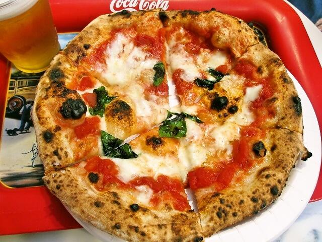 ピッツェリア トラットリア チェザリ 料理 : これが世界一のピザだそうですよ。