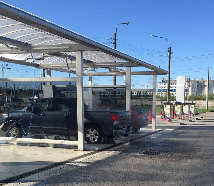 Russen poetsen hun auto in een Arendonkse carwashinstallatie – Made in  Kempen