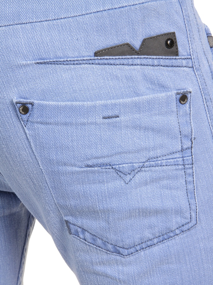 Diesel DARRON 0889Y Tapered: Have a closer look at this stunning jean's back pocket details. Love.