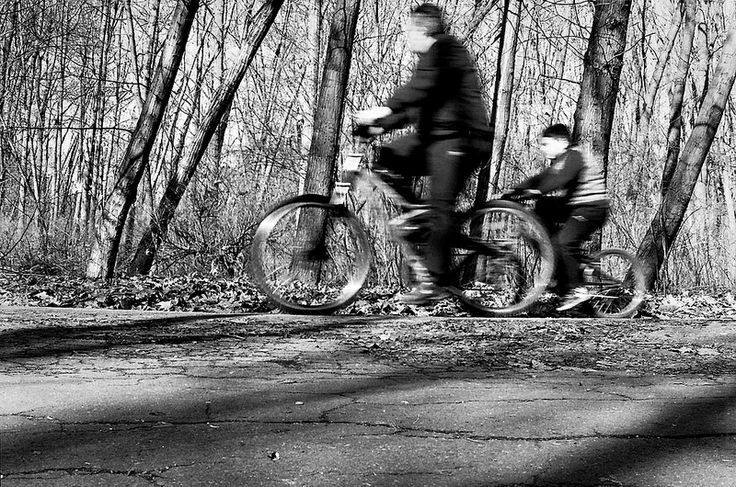 two cyclists Canon EOS 3000V, EF 50 f1,8