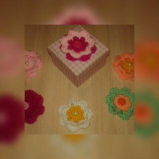 plektodimiourgies: Πλεκτά λουλούδια για μπομπονιέρες.