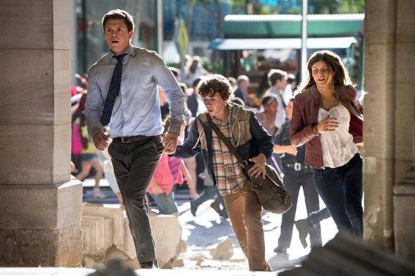 Ben (Hugo Johnstone-Burt, Ollie (Art Parkinson),, and Blake (Alexandra Daddario).