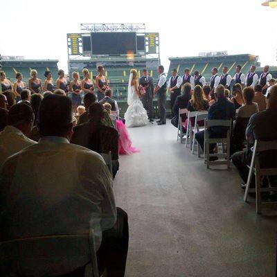 Lambeau Field Weddings   Green Bay Packers Wedding Receptions