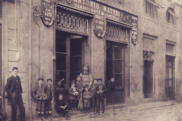 I cantucci di Prato sono biscotti secchi alle mandorle ottenuti tagliando a fette il filoncino di impasto ancora caldo. Sono menzionati già nel 1691 dall'Accademia della Crusca come &#8…