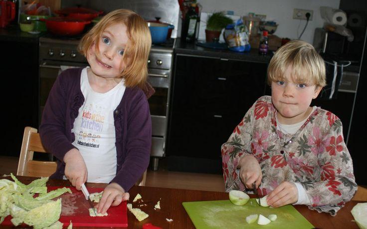 Groene en witte koolsoep gemaakt door Jobke en Ferieke - Kids in the Kitchen