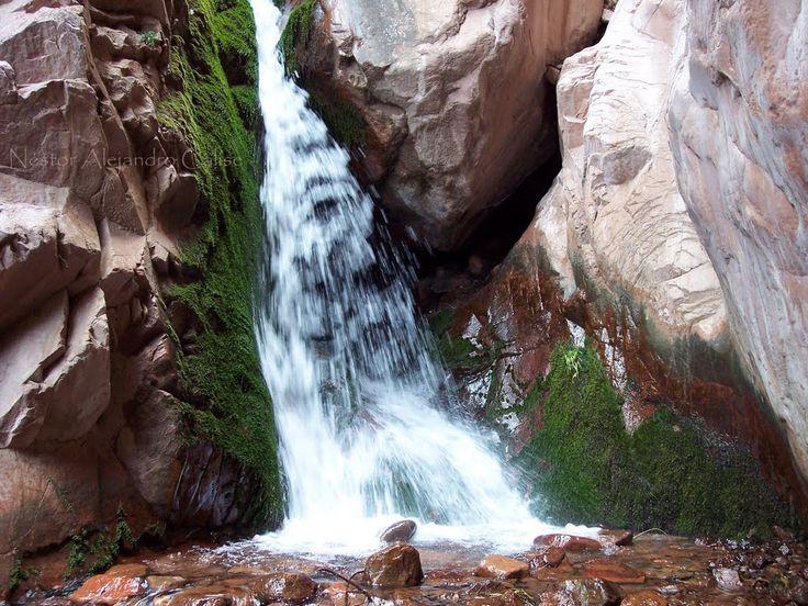 """""""""""Cascada Escondida"""""""" haciendo el camino de alta montaña, pasando el pueblo: Uspallata, al costado derecho del camino viejo y antes de entrar al tunel ya en deshuso, encontras esta caida de agua producto de los deshielos de los Andes. Mendoza, Argentina"""