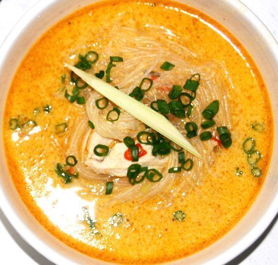 Jag älskar smaker, gärna heta smaker. Min asiatiska thaisoppa med smak av citrongräs, kokosmjölk, röd curry, lime & chili är en stor favorit hemma hos mig. Här kommer receptet!...
