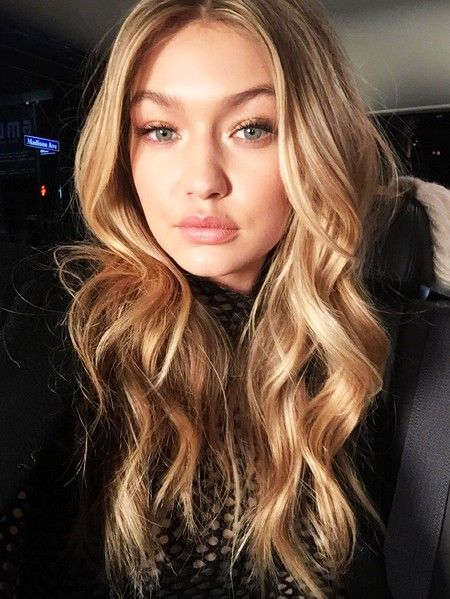 Gigi Hadid's bouncy waves are flawless // Victoria's Secret Fashion Show