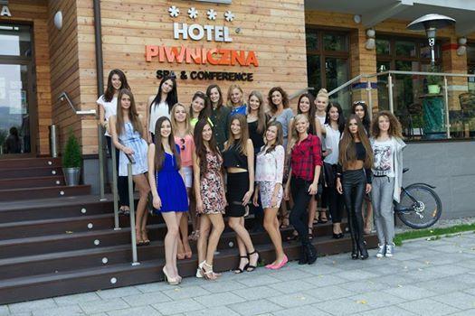 W Piwnicznej-Zdroju trwa zgrupowanie finałowe konkursu Miss Polski 2014. 25 kandydatek do tytułu najpiękniejszej Polki spędza czas na nagraniach, planie sesji zdjęciowej oraz uczestniczy w pierwszych przymiarkach kolekcji.