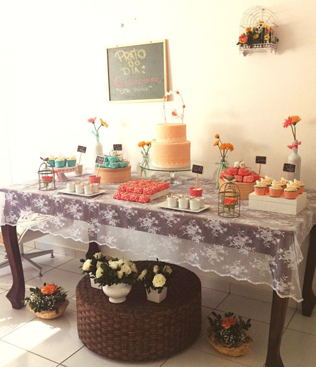weeding decor, DIY wedding, dessert table, cake table, handmade wedding, party table, festa, mesa de doces, mesa de bolo, casamento feito a mao, doces.