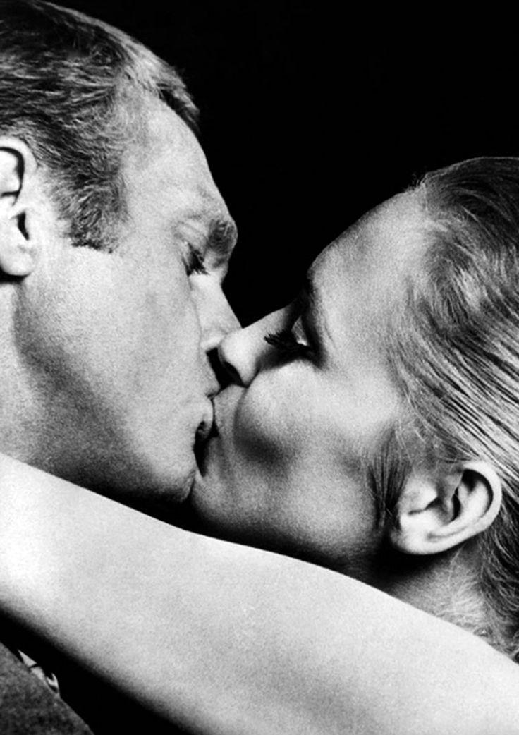 McQueen / Dunaway. Kissing.The Thomas Crown Affair. '68.