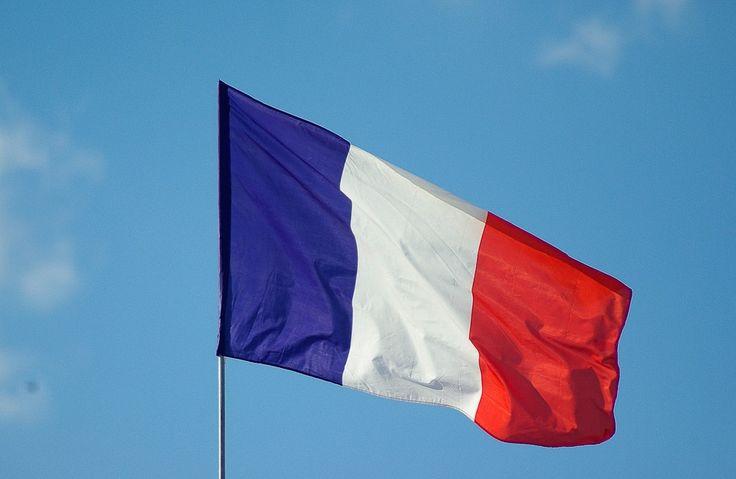 Bei der Explosion einer Briefbombe im Pariser Büro des Internationalen Währungsfonds (IWF) wurde eine Direktionsassistentin im Gesicht und an den Händen verletzt. Im Fall des Sprengstoff-Pakets an den deutschen Finanzminister Schäuble wurde inzwischen weiter lesen