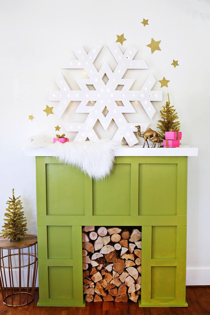 I could just see a few of these hanging from a tree in the front yard or in my front windows. Have to make this! Giant snowflake marquee (click through for tutorial)