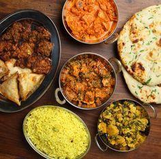 India staat bekend om zijn smaakvolle keuken met alle soorten curry's die je je maar kunt bedenken. Vol diepe smaken, heerlijke geuren en kruiden. Op Smulweb staan erg veel Indiase recepten, wij zochten er 8 voor je uit! 1. Geurige groene kipcurry 2. Rundvleescurry 3. Zelfgemaakt naanbrood 4. Indiase gehaktballetjes met tomatensaus 5. Pittige kerriesoep met …