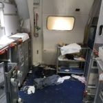 ACTUALIZACIÓN: asistente de Vuelo rompieron las botellas de vino sobre la cabeza del hombre…