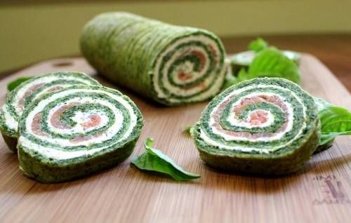 Snack of pancakes with spinach and red fish | Enjoy meal