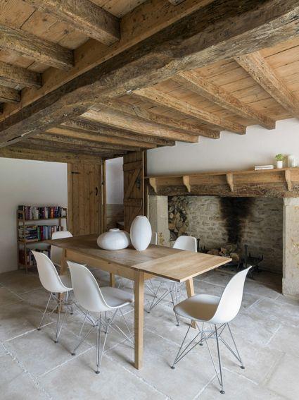 poutre + cheminée + sol pierre = chaleureux
