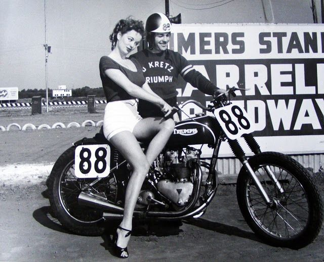 Motoblogn: Motorcycle Pin-Up Girls